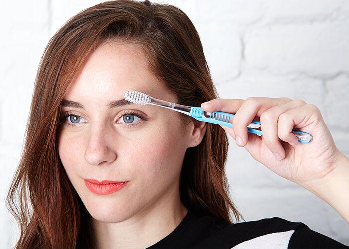 toothbrush-beauty-hacks-eyebrow-grooming